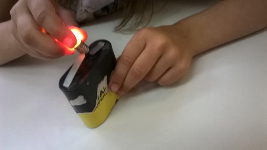 Cifs comment allumer une ampoule avec une pile cifs - Comment allumer une chaudiere ...
